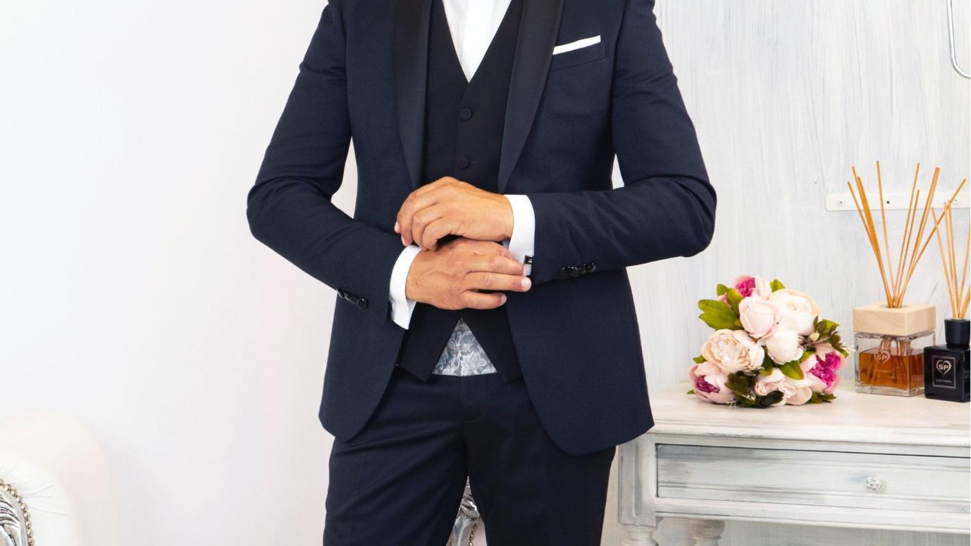 La giacca nell'abito da sposo